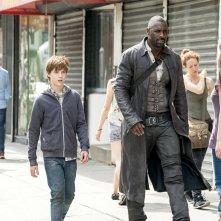 La Torre Nera: Idris Elba e Tom Taylor in una scena del film