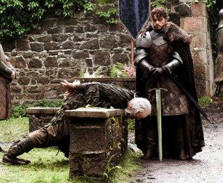 Il trono di spade: Richard Madden in una scena della terza stagione