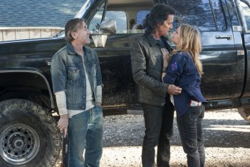 I segreti di Twin Peaks: Tim Roth, Kyle MacLachlan e Jennifer Jason Leigh in una scena