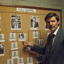 Narcos: Pedro Pascal in una foto della terza stagione