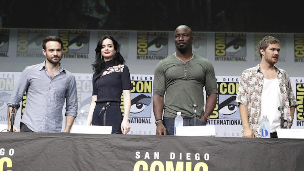 Mike Colter, Krysten Ritter, Finn Jones al Comic Con di San Diego, nel 2017
