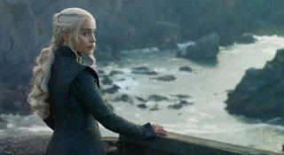 Il trono di spade: Emilia Clarke in una scena di Nata dalla tempesta