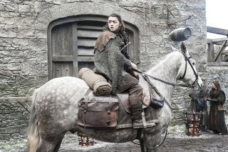 Il Trono di Spade: Maisie Williams nell'episodio Nata dalla Tempesta