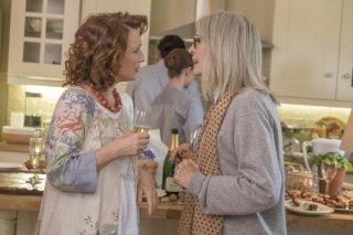 Appuntamento al parco: Diane Keaton e Lesley Manville in una scena del film