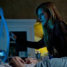 Amityville - Il risveglio: Bella Thorne e Cameron Monaghan in una scena del film