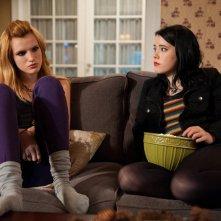 Amityville - Il risveglio: Bella Thorne e Taylor Spreitler in una scena del film
