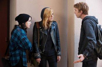 Amityville - Il risveglio: Bella Thorne, Taylor Spreitler e Thomas Mann in una scena del film