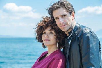Ammore e Malavita: Giampaolo Morelli e Serena Rossi in una foto