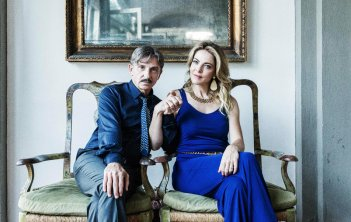 Ammore e Malavita: Claudia Gerini e Carlo Buccirosso