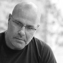 Longing: una foto che ritrae il regista Savi Gabizon