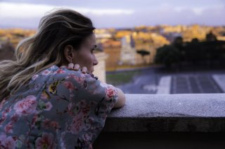 Amori che non sanno stare al mondo: Lucia Mascino in una scena