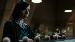 The Shape of Water: Sally Hawkins in una scena del film