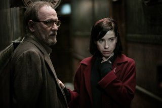 The Shape of Water: Sally Hawkins e Richard Jenkins in una scena del film