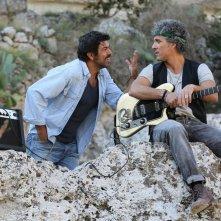 Chi m'ha visto: Pierfrancesco Favino e Beppe Fiorello in una scena del film