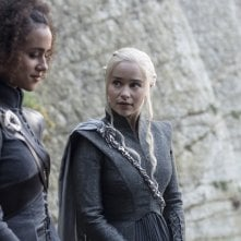 Il Trono di Spade: Missandei e Daenerys in una foto di The Spoils of War