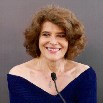 Lola Pater: Fanny Ardant sorridente a Locarno