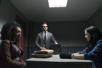 The Defenders: Charlie Cox e Krysten Ritter in una scena