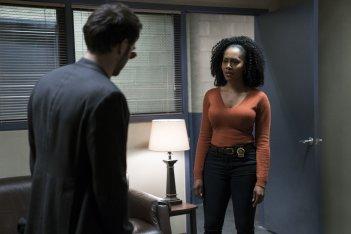 The Defenders: Simone Missick in una scena