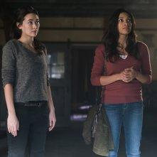 The Defenders: Rosario Dawson e Jessica Henwick in una scena