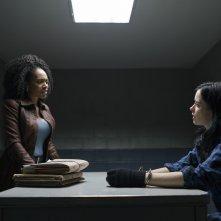 The Defenders: Krysten Ritter e Simone Missick in una scena