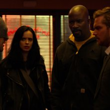 The Defenders: Charlie Cox, Krysten Ritter, Mike Colter e Finn Jones in una scena della prima stagione