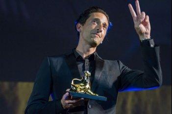 Adrien Brody ritira il leoard Club Award a Locarno 2017