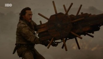 Il trono di spade: Bronn si prepara ad abbattere Drogon in The Spoils of War