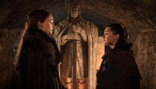 Il trono di spade: Sansa e Arya in una scena di The Spoils of War