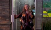 Disjointed: il trailer della comedy con protagonista Kathy Bates