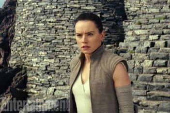 Star Wars: Gli ultimi Jedi, Daisy Ridley in una nuova foto del film