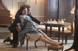 The Crown: una foto dei protagonisti Claire Foy e Matt Smith