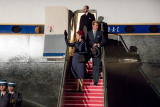 The Crown: Matt Smith e Claire Foy in una foto della seconda stagione