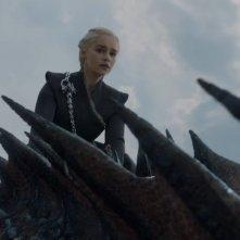 Il trono di spade: Emilia Clarke in una scena dell'episodio Forte Orientale