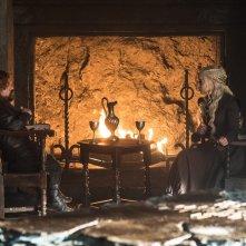 Il Trono di Spade: Peter Dinklage ed Emilia Clarke in Oltre la Barriera