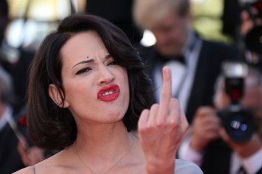 Asia Argento, red carpet provocatorio a Cannes