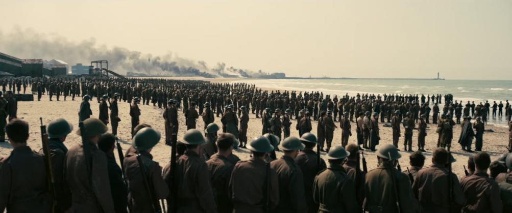 Dunkirk: le truppe sulla spiaggia aspettano di essere salvate