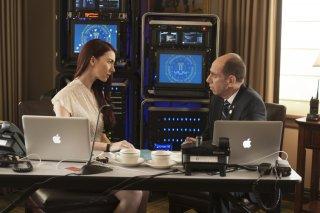 I segreti di Twin Peaks: Chrysta Bell e Miguel Ferrer in una scena