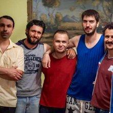 2 biglietti per la lotteria: Doru Boguta, Alexandru Papadopol e Dragos Bucur in un'immagine promozionale del film
