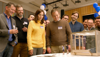 Downsizing: Matt Damon e Kristen Wiig in una scena del film