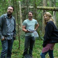 Jukai - La foresta dei suicidi: il regista Jason Zada con gli attori Taylor Kinney e Natalie Dormer sul set del film