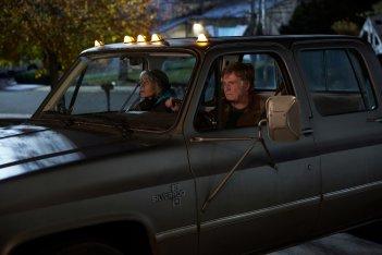 Le nostre anime di notte: Jane Fonda e Robert Redford in macchina in una scena del film