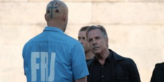Brawl in Cell Block 99: Don Johnson e Vince Vaughn in una scena del film