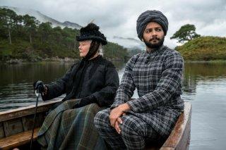 Vittoria e Abdul: Judi Dench e Ali Fazal in un'immagine del film