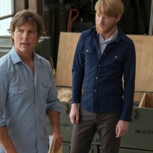 Barry Seal - Una storia americana: Tom Cruise e Domhnall Gleeson in un momento del film