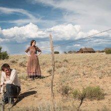 Godless: Michelle Dockery e Jack O'Connell in una foto della serie