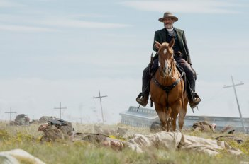 Godless: Jeff Daniels in una foto della serie