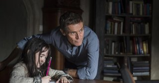 What Happened to Monday: Willem Dafoe con la piccola Clara Read