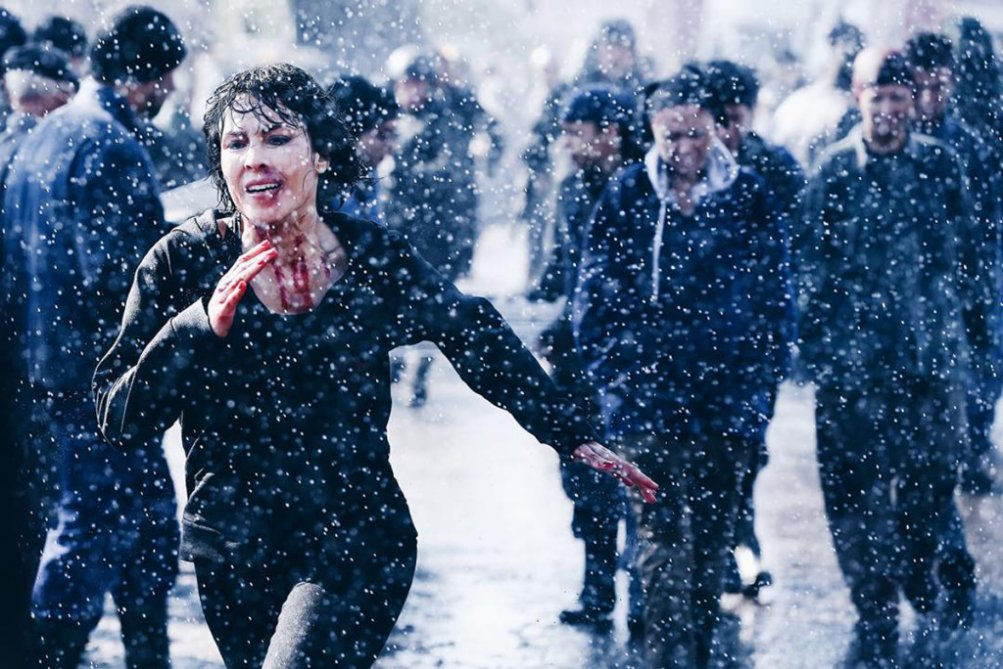 What Happened to Monday: Noomi Rapace in fuga in una scena del film