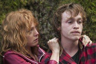 I segreti di Twin Peaks: Caleb Landry Jones e Alicia Witt in una scena