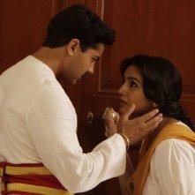 Il palazzo del Vicerè: Huma Qureshi e Manish Dayal in una scena del film